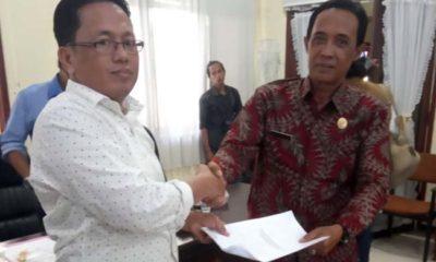 Ketua Komisi D DPRD Bangkalan, Nurhasan ( baju putih) bersama Kasi Kelembagaan Sarana dan Prasarana, Disdik Bangkalan, Muhammad Toha