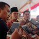Bupati Bangkalan R abdul Latif Amin Imron bersama Kepala Ketua Pengadilan Tinggi saat diwawancarai