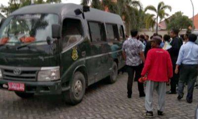 Suasana di halaman pengadilan negeri paska menangkap tahanan yang kabur