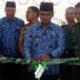 Bupati Bangkalan R Abdul Latif Amin Imron saat menggunting pita