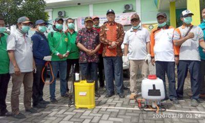 Sekda Bangkalan, Setijabudhi bersama Kepala Dinas Kesehatan, Sudiyo saat melakukan apel satgas anti Corona