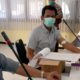 Mahmudi dan Ha'i anggota komisi A DPRD Bangkalan mengikuti tes rapid