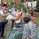 Bupati Bangkalan, R Abdul Latif Amin Imron saat memberi bantuan