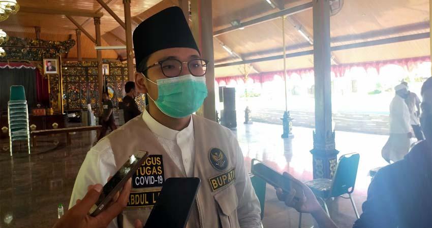 Bupati Bangkalan, R Abdul Latif Amin Imron saat diwawancarai