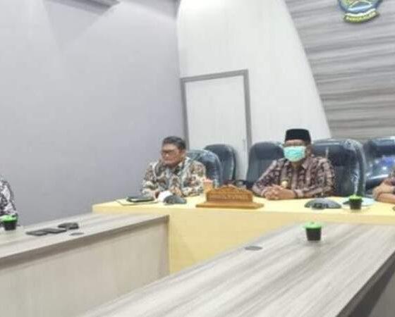 Webinar sosialisasi Pola Pengelolaan Keuangan (PPK) dan BULD Pengelolaan sampah di ruang Command Center Dinas Kominfo Kabupaten Bangkalan.